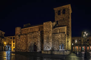 Pictures Spain Temple Church Sculptures Night Street lights Zamora Cities