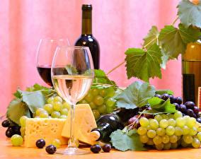 Fotos Stillleben Wein Weintraube Käse Weinglas Flasche Lebensmittel