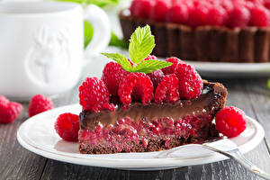Pictures Sweets Little cakes Raspberry Plate Food