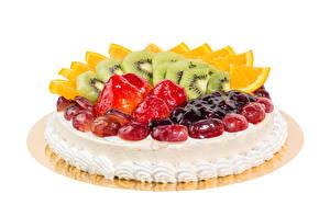 Fotos Süßigkeiten Torte Obst Erdbeeren Chinesische Stachelbeere Weißer hintergrund Lebensmittel