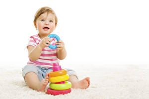 Bilder Spielzeuge Weißer hintergrund Säugling Blick kind