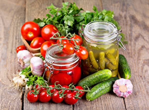 Photo Vegetables Tomatoes Cucumbers Allium sativum Boards Jar Food