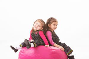 Fotos Weißer hintergrund 2 Kleine Mädchen Sitzend Blick Kinder