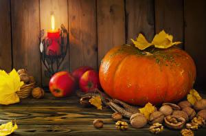 Hintergrundbilder Herbst Kürbisse Schalenobst Äpfel Kerzen Feuer Walnuss Bretter Blattwerk Lebensmittel