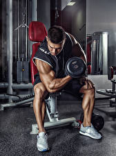 Hintergrundbilder Bodybuilding Mann Sitzend Hantel Sport