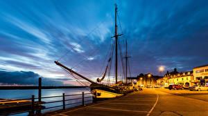 Hintergrundbilder England Gebäude Flusse Bootssteg Schiffe Segeln Nacht Straßenlaterne Wells next the Sea Städte