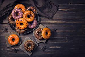 Papéis de parede Feriados Dia das bruxas Pastelaria Doughnut Anis estrelado Tábuas de madeira Alimentos
