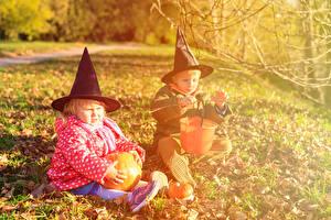 Wallpapers Holidays Halloween Pumpkin 2 Boys Little girls Hat Sitting Children