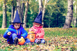 Images Holidays Halloween Pumpkin Two Boys Little girls Hat Sit child