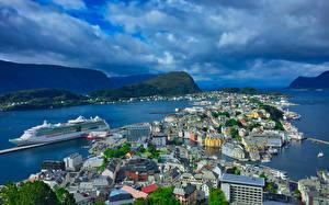 Bilder Norwegen Haus Seebrücke Schiffe Bucht Aalesund Städte