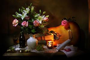 Hintergrundbilder Stillleben Rosen Lilien Kerzen Wein Weintraube Noten Vase Gitarre Flasche Weinglas Blüte