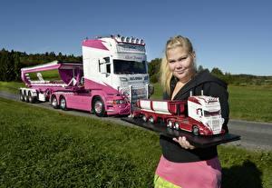 Bilder Lastkraftwagen Scania Blond Mädchen Mädchens Autos
