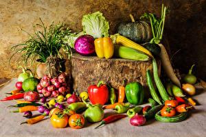 Fotos Gemüse Kürbisse Paprika Kohl Mais Tomate Zwiebel Baumstumpf das Essen