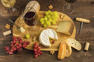 Desktop hintergrundbilder Wein Brot Käse Weintraube Schalenobst Schneidebrett Weinglas das Essen