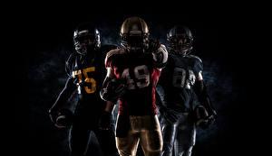 Bilder American Football Mann Drei 3 Uniform Helm Ball