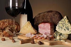 Fotos Käse Wein Brot Schinken Schalenobst Schneidebrett Weinglas