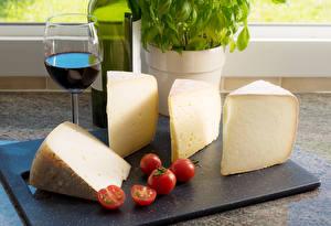Hintergrundbilder Käse Wein Tomate Weinglas Schneidebrett Lebensmittel