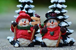 Hintergrundbilder Neujahr Großansicht Spielzeuge Schneemänner 2 Mütze Sweatshirt