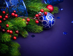 Bilder Neujahr Eberesche Ast Kugeln Schneeflocken