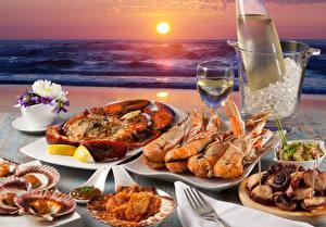 Hintergrundbilder Küste Meeresfrüchte Hummerartige Wein Morgendämmerung und Sonnenuntergang Picknick Weinglas Sonne
