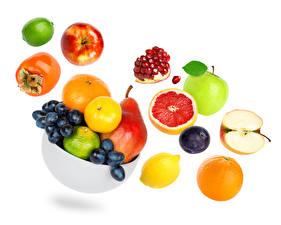 Fotos Obst Kaki Äpfel Granatapfel Weintraube Birnen Pflaume Orange Frucht Grapefruit Weißer hintergrund