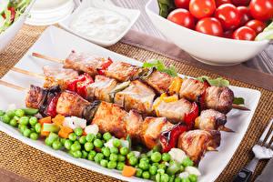 Fotos Fleischwaren Schaschlik Grüne Erbsen Lebensmittel