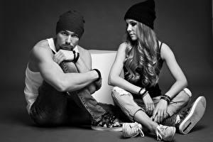 Hintergrundbilder Mann Schwarzweiss Zwei Mütze Sitzen Bein Mädchens