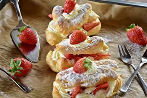 Hintergrundbilder Backware Süßware Beere Erdbeeren Großansicht Törtchen Essgabel Lebensmittel