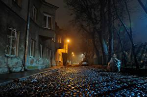 Hintergrundbilder Polen Warschau Haus Straße Nacht Straßenlaterne Zaun Städte