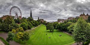 Bilder Schottland Edinburgh Park Haus Riesenrad Rasen Bäume Princess street gardens