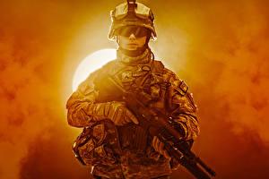 Bilder Soldaten Sturmgewehr Uniform Brille