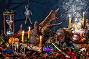 Bureaubladachtergronden Stilleven Halloween Kaars Pompoen Schedels Rook