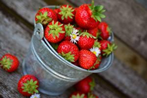 Fotos Erdbeeren Beere Eimer das Essen