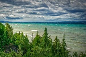 Bilder Vereinigte Staaten Landschaftsfotografie Flusse Wasserwelle Himmel Michigan Bäume Wolke Northport Natur