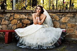 Bilder Bank (Möbel) Brautpaar Kleid Sitzend Mädchens