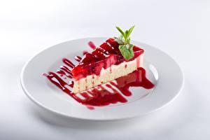Bilder Torte Stücke Teller Weißer hintergrund das Essen