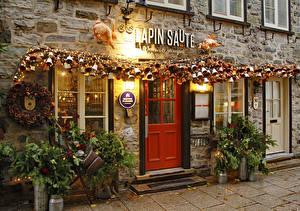 Bilder Kanada Haus Neujahr Abend Quebec Stadtstraße Lichterkette Straßenlaterne Glocke Tür Quebec Städte