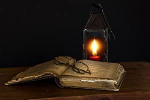 Fotos Kerzen Flamme Schwarzer Hintergrund Buch Brille