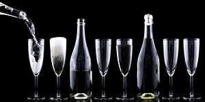 Fotos Champagner Schwarzer Hintergrund Flasche Weinglas