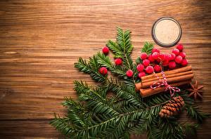 Bilder Neujahr Beere Mehlbeeren Ast Bretter Zapfen