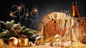 Bilder Neujahr Champagner Uhr 2019 Weinglas Kugeln
