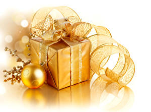 Pictures New year White background Gifts Balls Ribbon Gold color