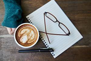 Fotos Kaffee Hand Kugelschreiber Brille Tasse Notizblock Lebensmittel