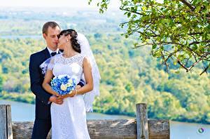 Fotos Paare in der Liebe Mann Sträuße Heirat Bräutigam Brautpaar Zwei Mädchens