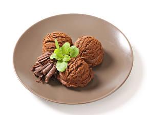 Hintergrundbilder Speiseeis Schokolade Weißer hintergrund Teller Kugeln Drei 3 Lebensmittel