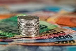 Bakgrundsbilder på skrivbordet Pengar Ett mynt Sedlar Euro Närbild