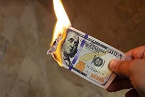 Bilder Geld Dollars Geldscheine Feuer Großansicht