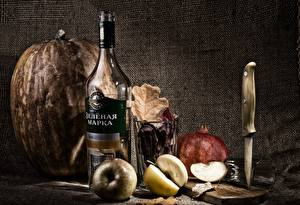 Fotos Stillleben Kürbisse Äpfel Wodka Flaschen Trinkglas das Essen