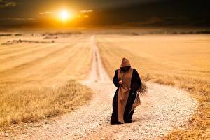 Fotos Morgendämmerung und Sonnenuntergang Felder Straße Sonne Mönch Pilgrim Natur