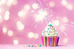 Fotos Süßware Törtchen Feiertage Wunderkerze